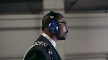 Beats Studio Wireless TV Spot, 'Underdog: Von Miller' Song by Travis Scott - Thumbnail 4