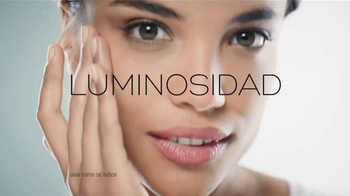 Garnier SkinActive Clearly Brighter TV Spot, 'Luminosa y suave' [Spanish] - Thumbnail 7
