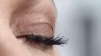 Rimmel London 24HR Supercurler Mascara TV Spot, 'Pestañas' [Spanish] - Thumbnail 4