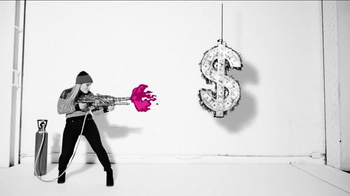 T-Mobile TV Spot, '¡Compartir pasó de moda!' - Thumbnail 2