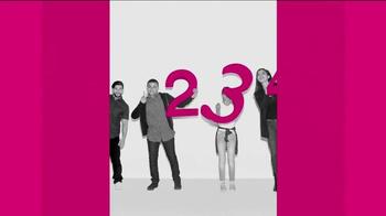 T-Mobile TV Spot, '¡Compartir pasó de moda!' - Thumbnail 7