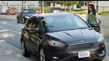 Ford Focus TV Spot, 'April llega más lejos' [Spanish] - Thumbnail 2