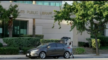 Ford Focus TV Spot, 'April llega más lejos' [Spanish] - Thumbnail 6