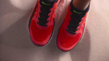 Payless ShoeSource Venta Deportiva Champion TV Spot, 'Colores' [Spanish] - Thumbnail 2