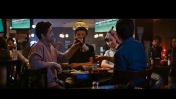 Cerveza Victoria TV Spot, 'Grupo de amigos' [Spanish] - Thumbnail 9