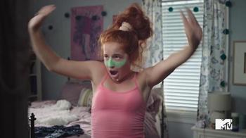 GEICO TV Spot, 'MTV: Bedroom' Song by Daya - Thumbnail 5