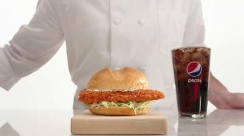 Arby's Buffalo Chicken Sandwich TV Spot, 'Fly' - Thumbnail 5