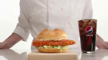 Arby's Buffalo Chicken Sandwich TV Spot, 'Fly' - Thumbnail 6