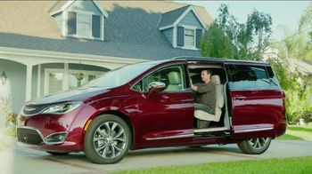 2017 Chrysler Pacifica TV Spot, 'That Guy' Featuring Jim Gaffigan - 1396 commercial airings