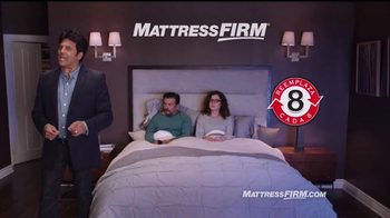 Mattress Firm TV Spot, 'Es hora de reemplazar' con Erik Estrada [Spanish] - Thumbnail 9