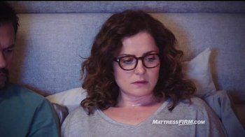 Mattress Firm TV Spot, 'Es hora de reemplazar' con Erik Estrada [Spanish] - Thumbnail 3