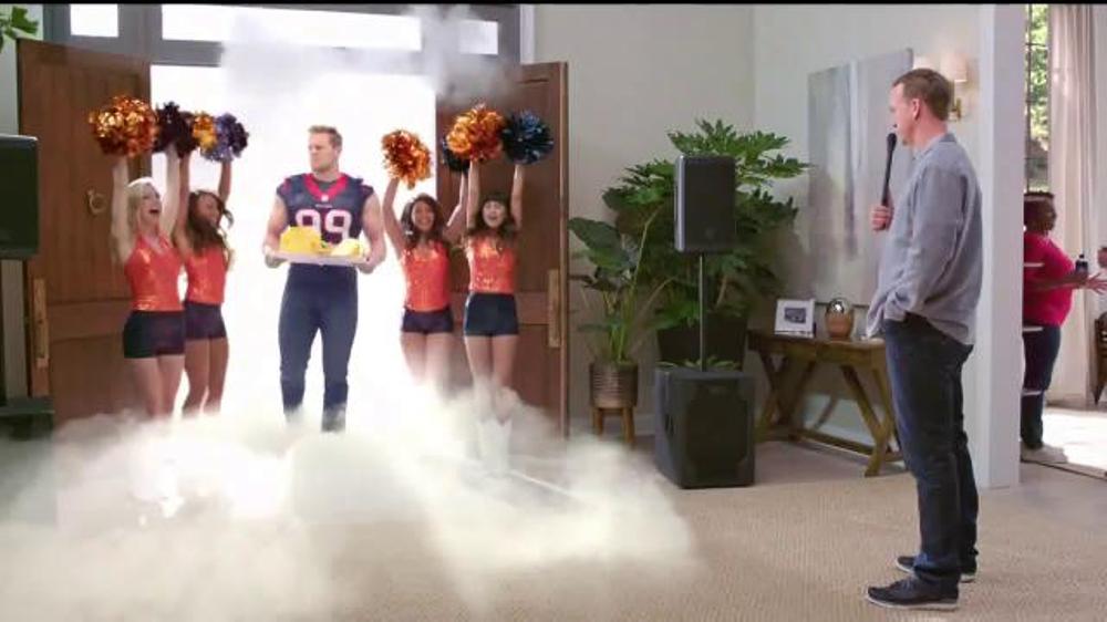Papa John's Pan Pizza TV Commercial, 'Smoke Machine' Featuring Peyton Manning