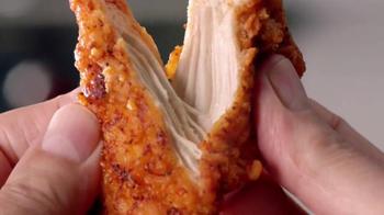 KFC Nashville Hot Chicken Tenders TV Spot, 'Polloville' [Spanish] - Thumbnail 6