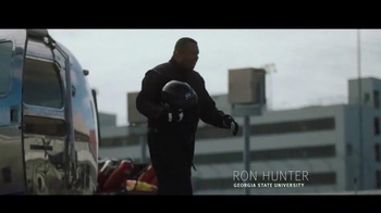 Infiniti TV Spot, 'The Infiniti Coaches' Charity Challenge' - Thumbnail 5