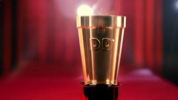 Dunkin' Donuts TV Spot, 'Red Carpet Golden Cup 2016: Gold Inside' - Thumbnail 4