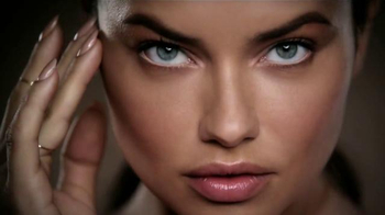 Maybelline Dream Velvet TV Spot, 'Base mate' Feat. Adriana Lima [Spanish] - 139 commercial airings