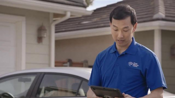 Time Warner Cable TV Spot, 'Tanning' - Thumbnail 4