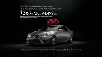The Lexus December to Remember Sales Event TV Spot, 'Racetrack: IS 300' - Thumbnail 9