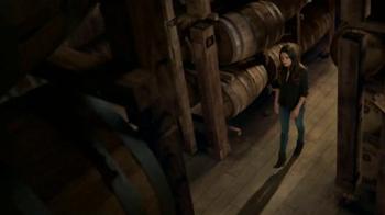 Jim Beam TV Spot, 'Un vistazo adentro' con Mila Kunis [Spanish] - Thumbnail 2