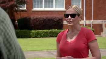 Netflix TV Spot, 'Chelsea Does' - Thumbnail 8