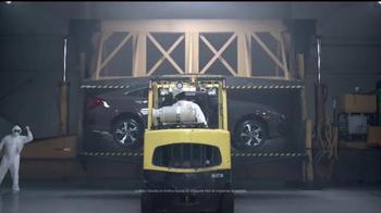 2017 Hyundai Elantra TV Spot, 'Mejor es la razón: crusher' [Spanish] - Thumbnail 6