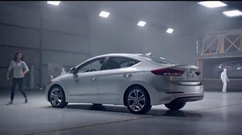 2017 Hyundai Elantra TV Spot, 'Mejor es la razón: crusher' [Spanish] - Thumbnail 7