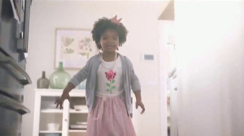 Swiffer WetJet TV Spot, 'Princess & Dirty Hardwood Floor' Song by Blondie - Thumbnail 3