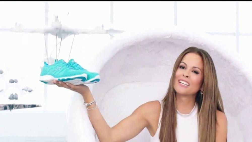 SKECHERS Skech-Knit TV Commercial, 'El futuro' con Brooke Burke-Charvet