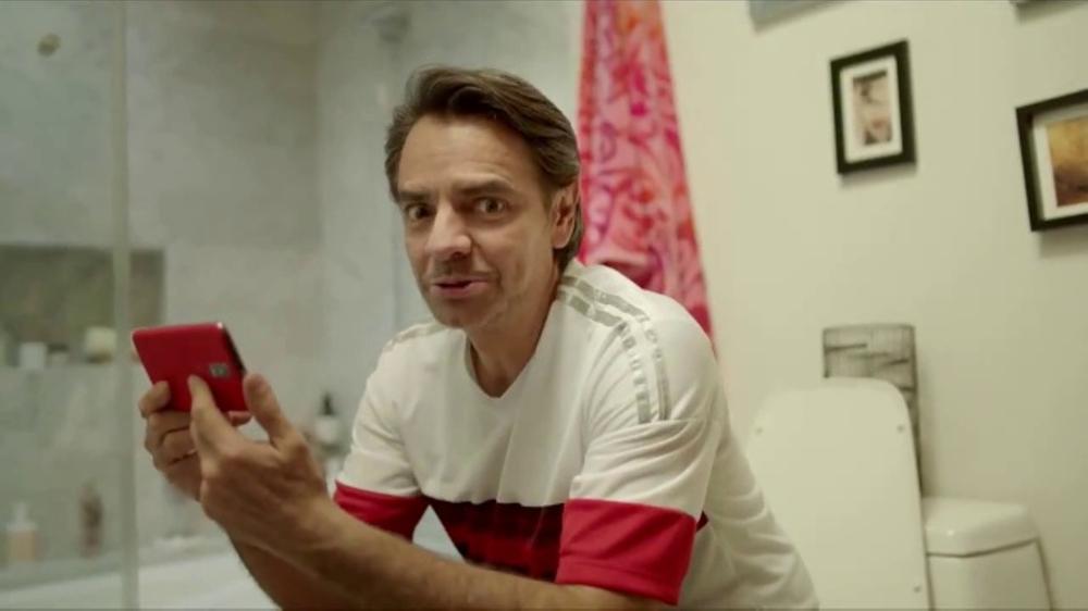 DishLATINO Zona F??tbol TV Commercial, 'Fan??tico' con Eugenio Derbez