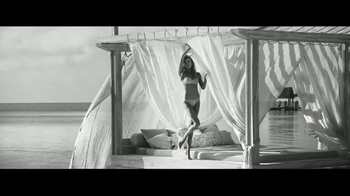 Victoria's Secret Dream Angels Collection TV Spot, 'Getaway' Song by SOHN - Thumbnail 4