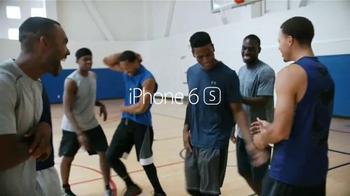 Apple iPhone 6s TV Spot, 'La cámara' con Stephen Curry [Spanish] - Thumbnail 10
