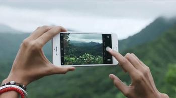Apple iPhone 6s TV Spot, 'La cámara' con Stephen Curry [Spanish] - Thumbnail 2