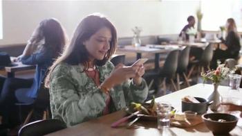Apple iPhone 6s TV Spot, 'La cámara' con Stephen Curry [Spanish] - Thumbnail 3