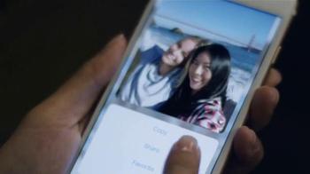 Apple iPhone 6s TV Spot, 'La cámara' con Stephen Curry [Spanish] - Thumbnail 4