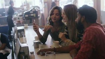 Apple iPhone 6s TV Spot, 'La cámara' con Stephen Curry [Spanish] - Thumbnail 5