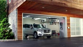 BMW Novemberfest TV Spot, 'All-Electric Driving' - Thumbnail 7