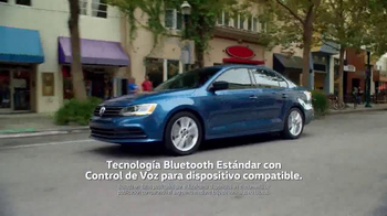 Volkswagen Evento Sign Then Drive TV Spot, 'Tememporada festiva' [Spanish] - Thumbnail 5