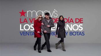 Macy's La Venta del Día de los Veteranos TV Spot, 'Abrigos' [Spanish] - Thumbnail 1