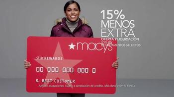 Macy's La Venta del Día de los Veteranos TV Spot, 'Abrigos' [Spanish] - Thumbnail 7