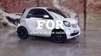 2016 smart fortwo TV Spot, 'Inside/Outside' - Thumbnail 3