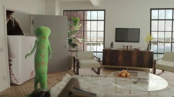GEICO TV Spot, 'Small New York Apartment' - Thumbnail 5