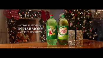 7UP and Canada Dry TV Spot, 'Carolers' - Thumbnail 4