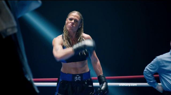 Old Navy TV Spot, 'Fight Night: 50 Percent Off' Featuring Amy Schumer - Thumbnail 5