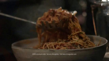 Olive Garden Catering Delivery TV Spot, 'Come Together for the Holidays' - Thumbnail 4