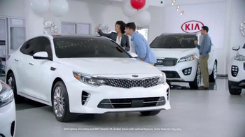 Kia Holidays on Us Sales Event TV Spot, 'Optima & Sorento: Black Friday' - Thumbnail 2