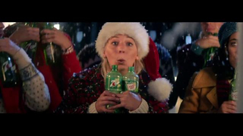 7UP TV Spot, 'Carolers: Salvation Army' - Thumbnail 5