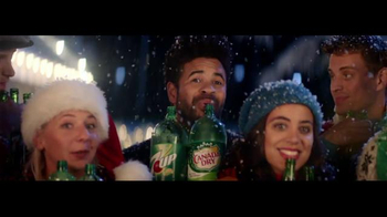 7UP TV Spot, 'Carolers: Salvation Army' - Thumbnail 6