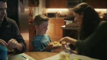 Pillsbury Crescents TV Spot, 'Holidays: Pizza Sticks' - Thumbnail 7