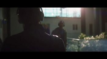 Bose QuietComfort 35 TV Spot, 'Listen to the Music' Featuring Rory McIlroy - Thumbnail 5