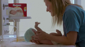 Huggies Little Snugglers TV Spot, 'Your Baby's First Hug' - Thumbnail 9